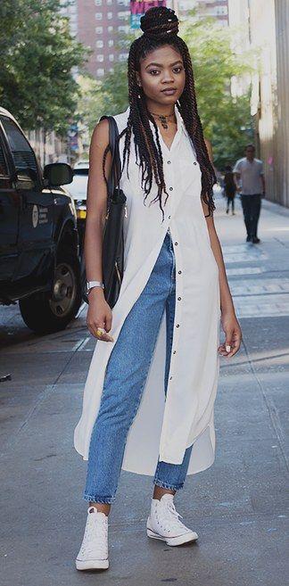 La camisas extra-largas con botones, jeans y Converse están súper de moda. | 19 Lecciones de moda directamente desde las calles de Nueva York