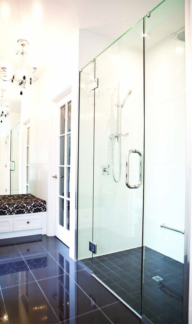 The bathroom includes a stunning glass shower and a built-in embellished seat, the ideal place to leave your towel and clothes.