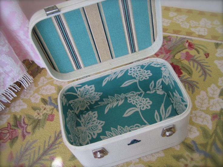 Nice relined train case.