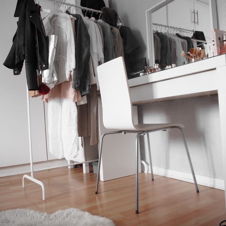 25 best ideas about dressing table organisation on pinterest makeup vanity set makeup vanity. Black Bedroom Furniture Sets. Home Design Ideas