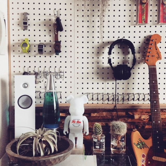 yoshikingさんの、棚,P.F.S,エアープランツ,サボテン,観葉植物,いいね!ありがとうございます!,NO GREEN NO LIFE,フォローありがとうございます,DIY,有孔ボード,男の趣味部屋,ギター,BE@RBRICK,のお部屋写真