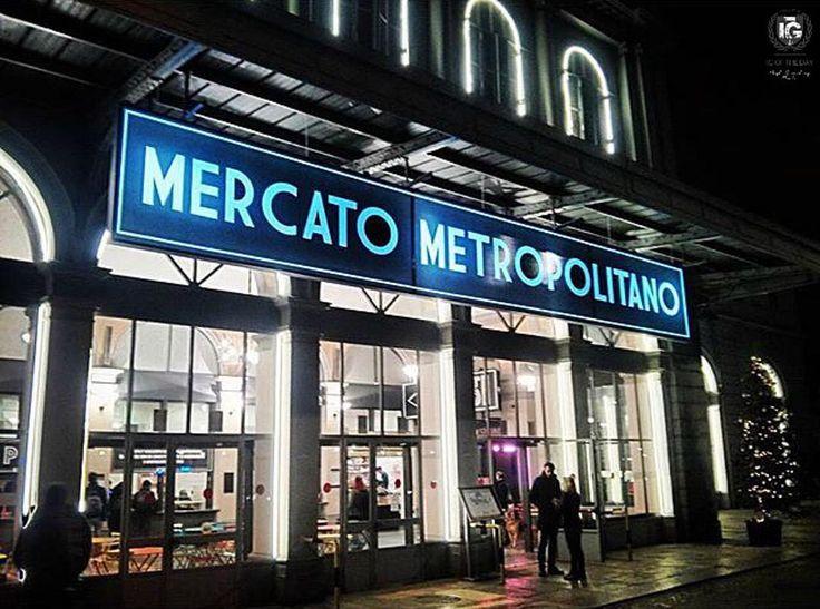 A #torino apre il Mercato Metropolitano  nella vecchia stazione di Porta Susa negozi con gastronomia di qualità nelle sale daspetto dismesse e nelle vecchie biglietterie.  Esteso su un'area di 2500 metri quadrati il mercato comprende 15 botteghe artigianali destinate a raddoppiare nei prossimi mesi e un nuovo spazio dedicato al vino. Questa fotografia ci viene presentata da @danielev_v  ______________________________________  I G  O F  T H E  D A Y  F R O M   @ig_turin_ A D M I N   @emil_io…