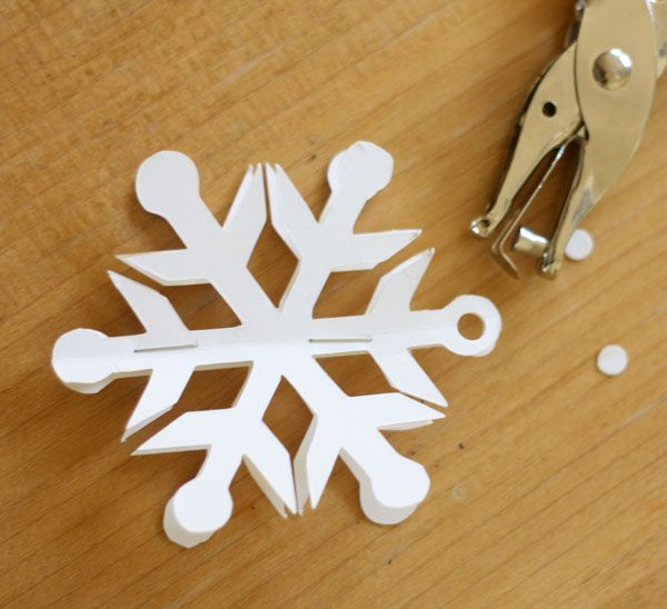 how to make a easy christmas snowflake out of paper