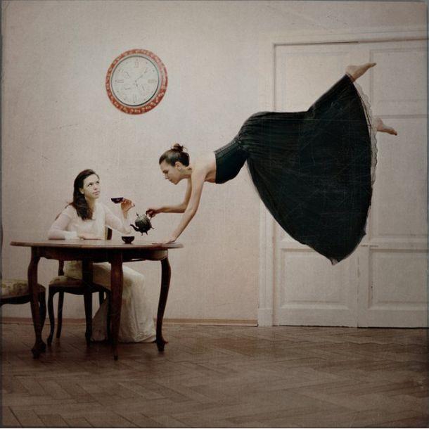 Distorted Gravity est un projet de la photographe russe Anka Zhuravleva qui s'amuse a soumettre des femmes à des anomalies gravitationnelles. Un monde à l'envers très poétique.