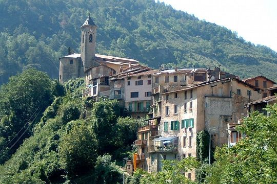 Lantosque in the Alpes-Maritimes, was built along the river in the center of the valley Vésubie. The town has a dozen chapels and a beautiful church built in 1668.