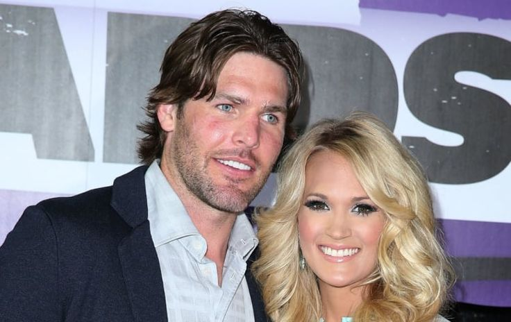Carrie Underwood sings the national anthem at her husband's NHL playoff game, is the best wife ever