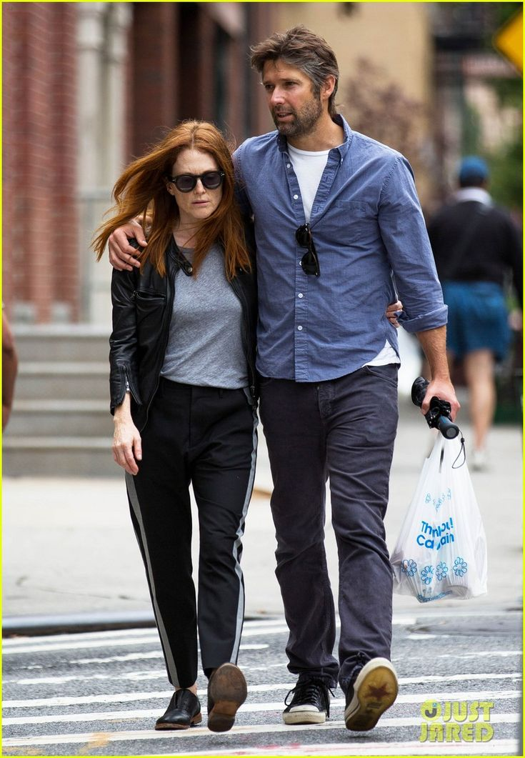 Julianne Moore & Husband Bart Freundlich Look as Happy as Ever After Nearly 20 Years Together! | julianne moore husband look so in love 07 - Photo
