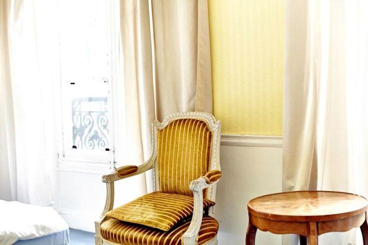 Bekijk deze fantastische advertentie op Airbnb: Bedroom in historic Paris apartment - Appartementen te Huur in Parijs