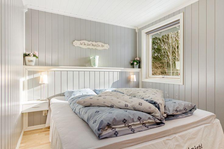 Lyst og pent soverom, oppgradert med smartpanel, parkett og nytt tak.
