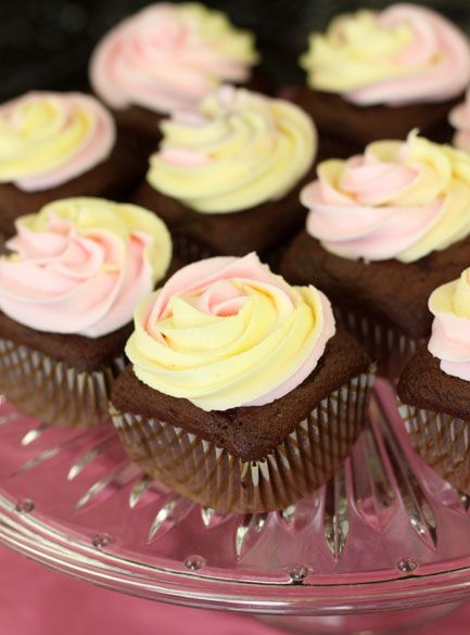 Square Cupcakes - I love this idea! great for a wedding... I've always wanted square cupcakes! Hurray!