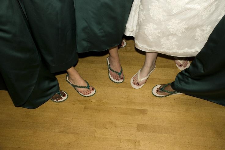 bride and bridesmaids in flip flops made by bride