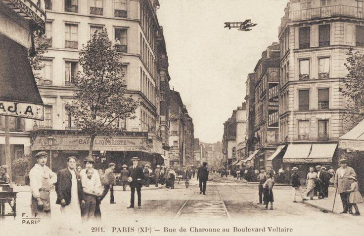 rue de Charonne - Paris 11ème - La rue de Charonne au niveau du boulevard Voltaire, vers 1900.