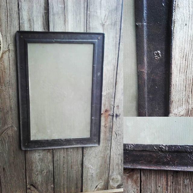 Kiedyś nasze babcie i mamy na tym gotowały a teraz czas na nowe zasosowanie może jako lustro 😊 #nasprzedaz #industrial #mirror #frame #vintage #forsale