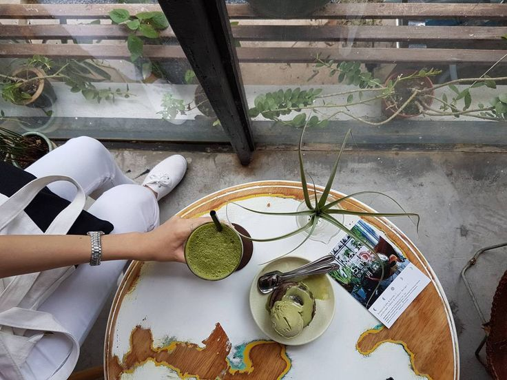 Lunabar - Moonshop is a new addition for Matcha and dessert lovers in Penang.  This shop serves artisan desserts, cakes, ice cream & coffee.