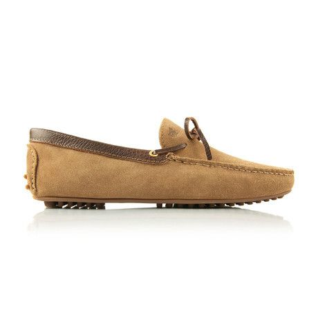 Le Tombeur Moccasin is iconic shoe of the Bobbies collection. Thisnew play on the traditional moccasin features  contrast trimming, hidden tie threads, and an exterior, nubbed rubber sole.
