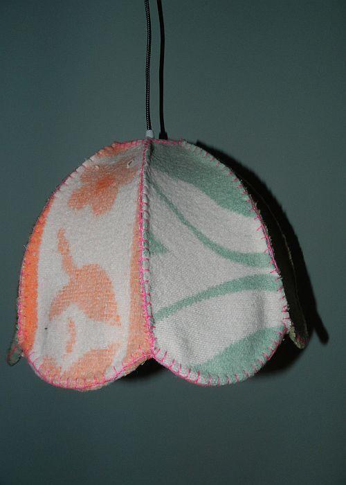 Vintage Lampenkap van verschillende soorten retro dekens. VanCaat