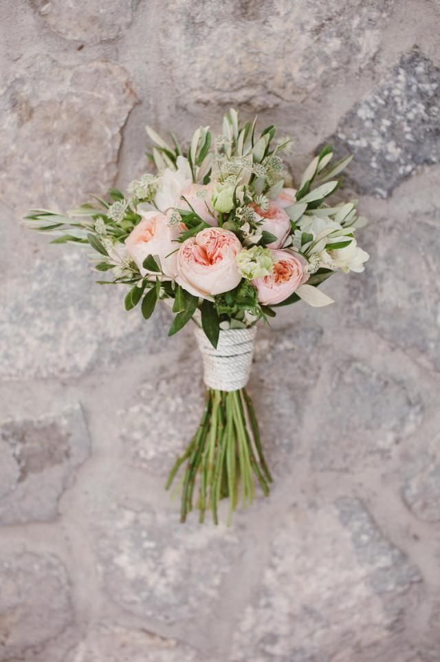 Rose austin blanche + astilbe + oliviers Tige apparentes Manchon à déterminer