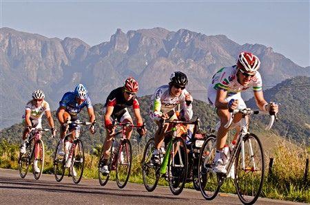 """O Tour do Rio é o maior evento ciclístico da América Latina por não se limitar apenas a uma competição de alta performance durante os 5 dias em que cruza o Estado do Rio de Janeiro. O fomento a cultura da bicicleta como meio de transportee modalidade esportiva acontece ao longo do ano inteiro através...<br /><a class=""""more-link"""" href=""""https://catracalivre.com.br/geral/agenda/indicacao/maior-evento-ciclistico-da-america-latina-comeca-em-marco/"""">Continue lendo »</a>"""