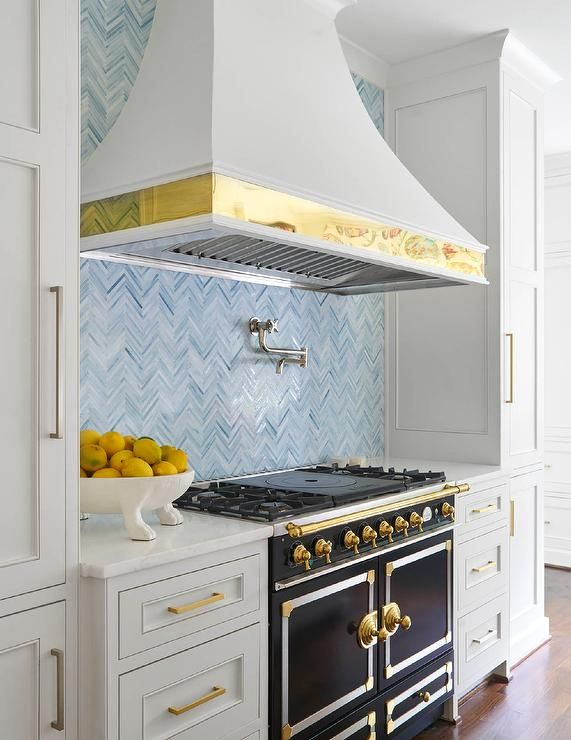 simple kitchen cabinets pictures 1000 ideas about la cornue on kitchens 5229