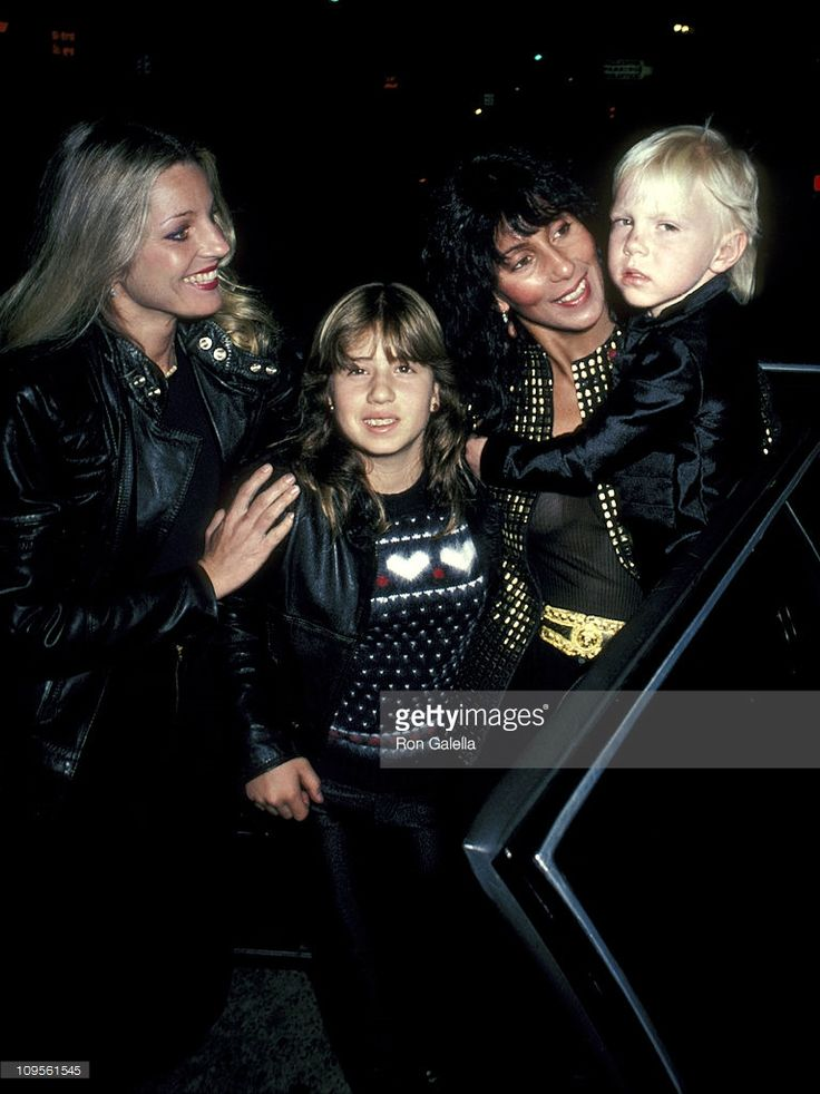 georganne-lapiere-chasity-bono-cher-and-elijah-blue-allman-picture-id109561545 (767×1024)