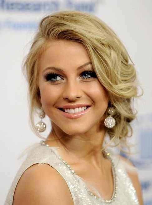 Elegant Updo Hairstyle -- a little loose, but so flowy and pretty