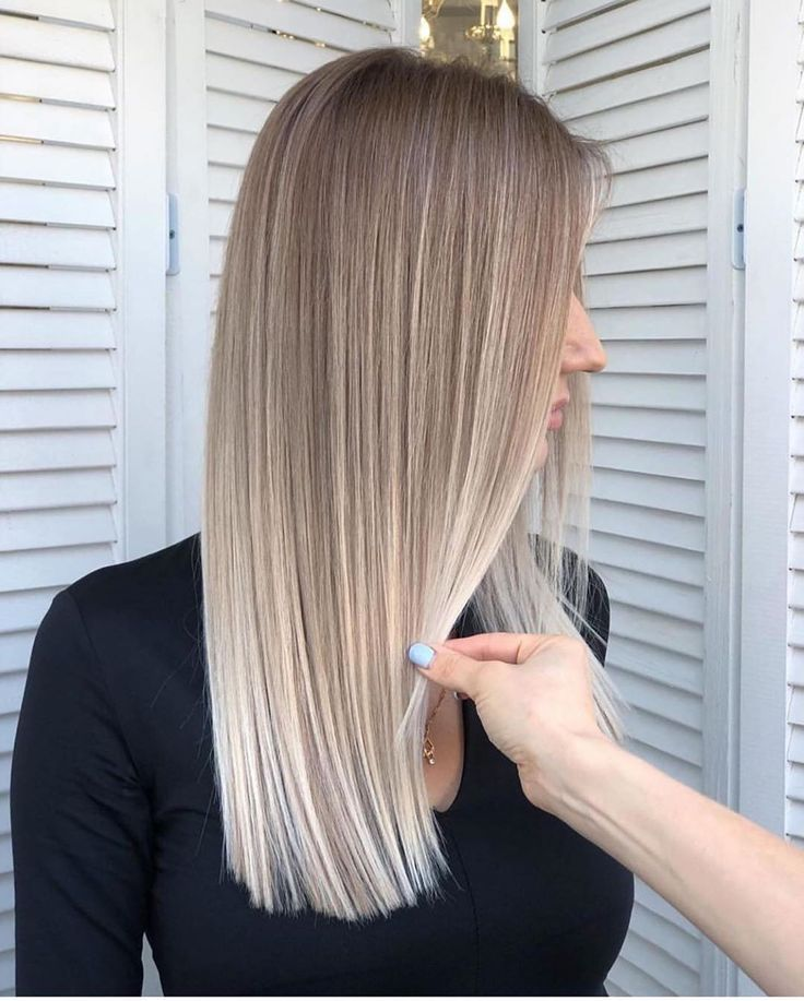 Medium gradient blonde hair