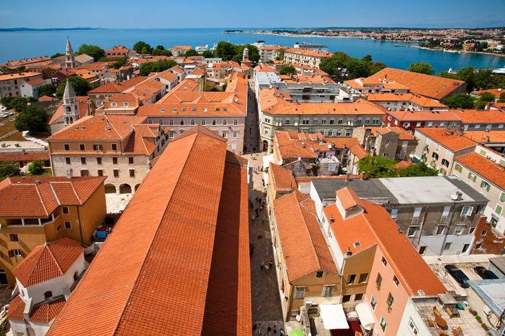 Romantische oude stadjes zoals Trogir in Kroatië #bruidsfotografie #huwelijksreis #honeymoon