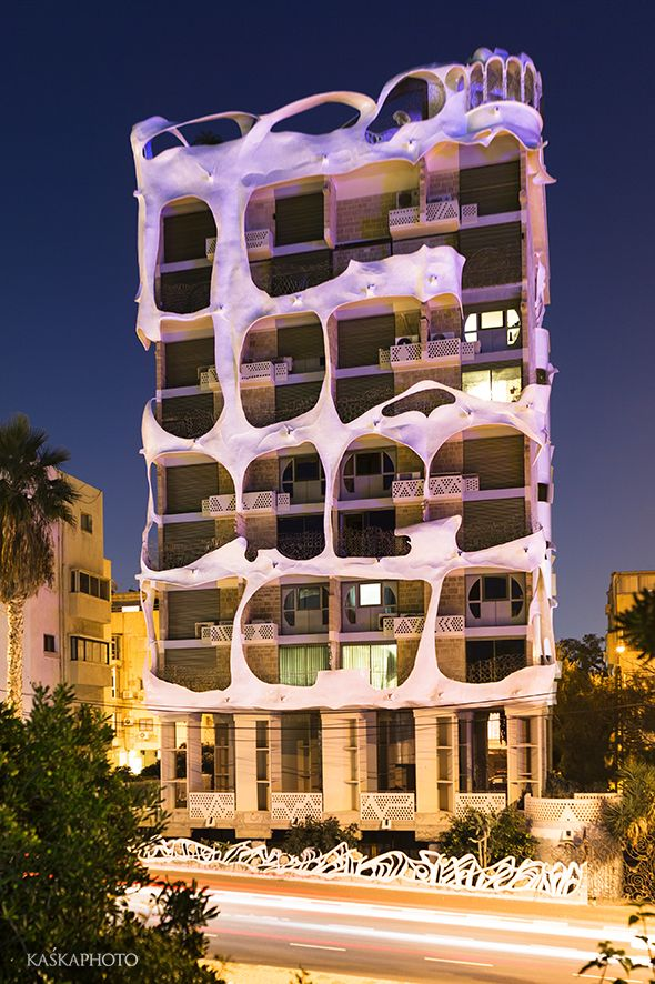 "The ""Crazy House"" in Tel Aviv at the night photo by Kaśka Sikora  #TelAviv #architecture #Israel #Gaudi #Sikora #realestate #realestatetelaviv #realestatephotography #luxurybuilding #KaśkaSikora #KatarzynaSikora"