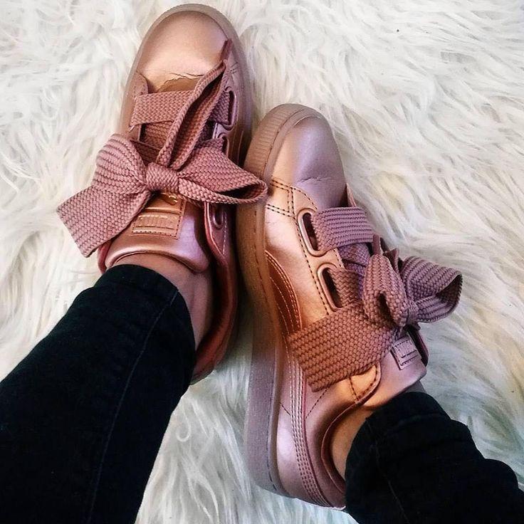 Wow! Der Puma Basket Heart sieht so toll aus bei Frauen. Ein super Sneaker, den man zu vielen Outfits kombinieren kann! Foto: https://www.instagram.com/paolitamorales/