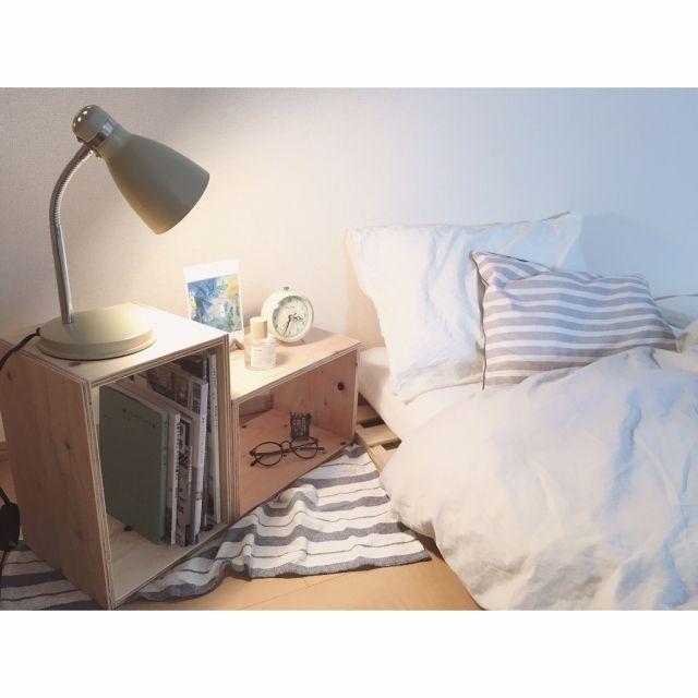 minami_09さんの、ベッド周り,無印良品,目覚まし時計,ナチュラル,寝室,ベッド,ポストカード,ディスプレイ,デスクライト,ニトリ,リネン,ストライプ,ダルトン,賃貸,プチプラ,nico and...,グレー,キューブボックス,ボックスシェルフ,のお部屋写真