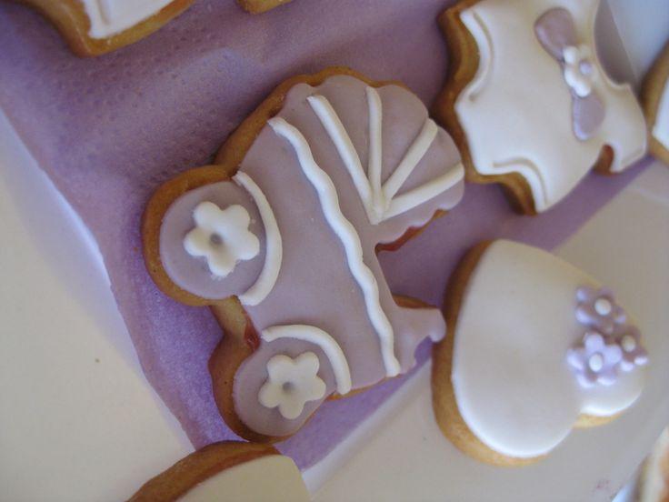 Biscotti di Pasta Frolla decorati con Pasta di Zucchero http://www.latavolozzadeisapori.it/ricette/biscotti-di-pasta-frolla-decorati-con-pasta-di-zucchero