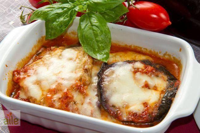 Patlıcan ve peynirin enfes uyumu, fırında hellim peynirli patlıcan dilimleri tarifi.