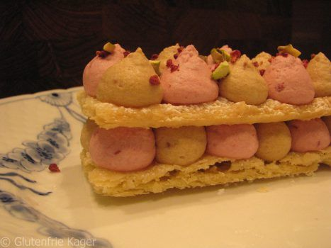 Gluten- og laktosefrie Mille Feuilles med hindbær og nougat mousse.