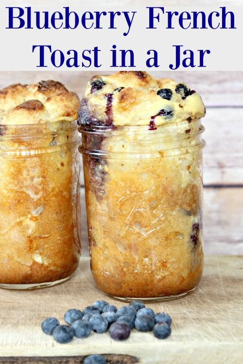 Blueberry French Toast in a Jar - Who says French toast is only for the weekend? Thanks to this Mason jar recipe, you can treat yourself to French toast any day of the week. This Mason jar breakfast is simple and won't dirty a ton of dishes.