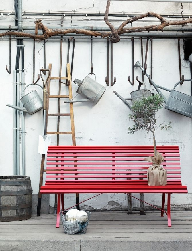 Garden Furniture 2011 - tinahellberg.se    Red slat bench - yes
