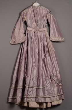 Tweedelige jurk met ceintuur (1850 - 1860) Zijde; linnen.  Inventarisnummer 25571/001-003