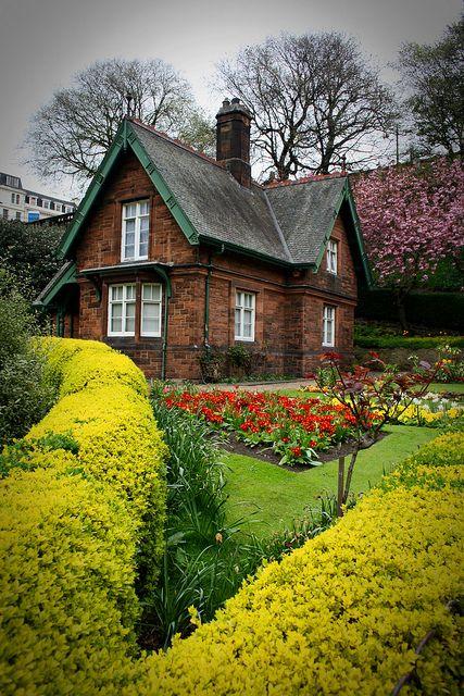Garden Cottage, Edinburgh, Scotland @Gina Snyder would love this...