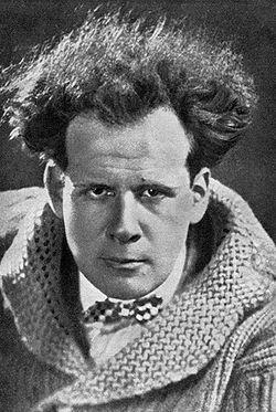 Eizenshtéin, desarrolló el montaje.  Director del Acorazado de Potemkin (1925), considerado de las mejores películas de todos los tiempos.