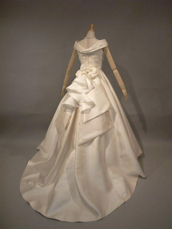 ミカドシルクのAライン シルク100%のウェディングドレス ラ・クチュール ヨシエ