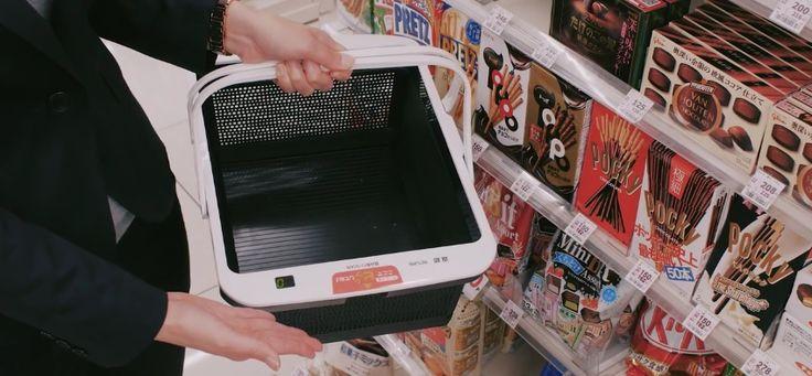 """La compañía Japonesa, Panasonic, lanzó las canastas inteligentes para supermercados. Esta canasta está ayudando a la nueva moda del """"Auto Servicio""""."""
