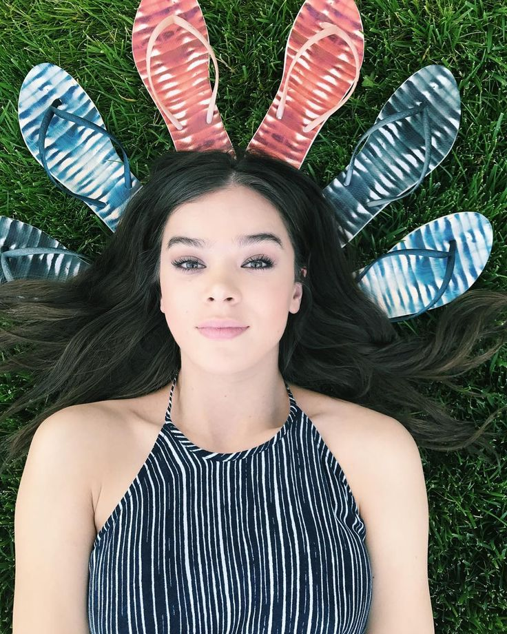 hailee steinfeld @haileesteinfeld  It's officially summer! I'm dreaming of a beachside vacation…  #ReefEscape   #WhereWillYouGo  @reef_girls