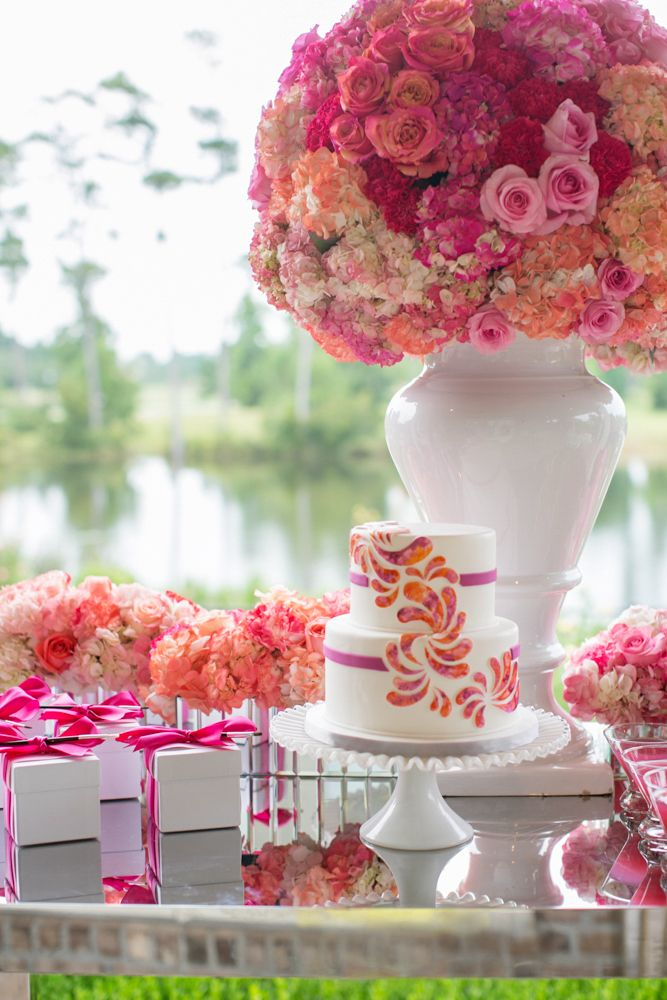 Big blooms: www.theperfectpalette.com Photo by KMI Photography, Floral Design by Fiore Fine Flowers