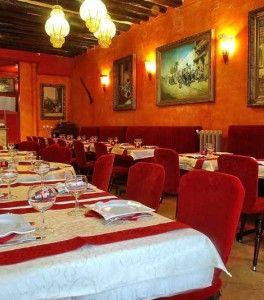 Ambiance orientale chaleureuse au restaurant Le Khalife