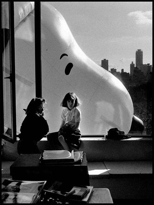 : Elliott Erwitt, Parade, Window View, New York Cities, Vintage New York, Balloon, Snoopy, Macys Thanksgiving, Photography