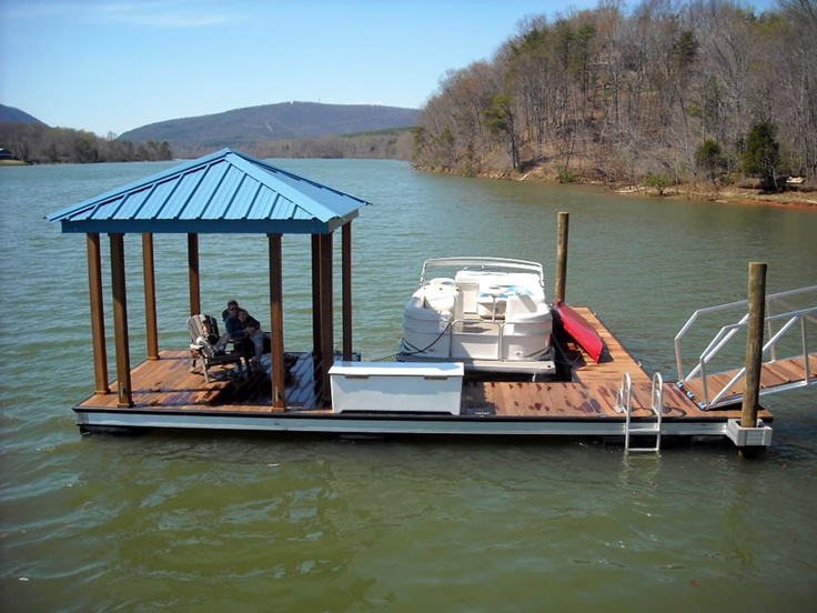 Floating Dock with Small Covered Area / Wahoo Docks