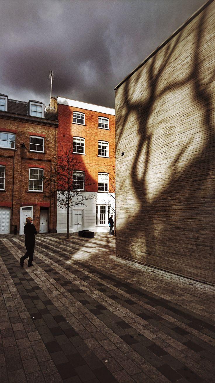 Licht am Bau, Mayfair, London. Foto: jag, 2017. #architecture #light #color #london #shadow #photography #graber