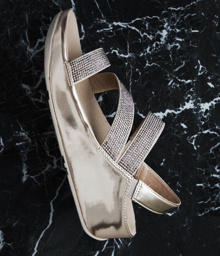 SPARKLE!  Vem säger att fotriktiga damsandaler inte kan vara snygga? Hos Minfot.se hittar du bekväma och sköna sandaler som ger dig komfort, stöd och avlastning hela dagen.