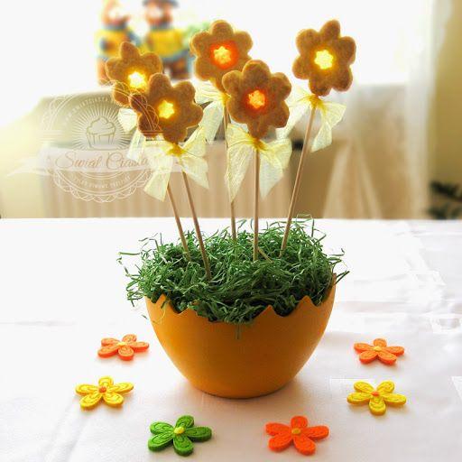 Pomarańczowe kwiatki z okienkami | Świat Ciasta