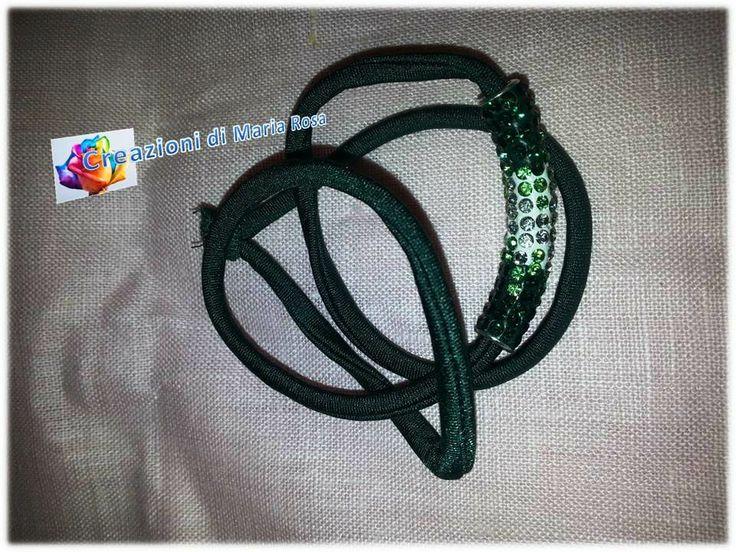 Realizzato con fettuccia e tubolare verde