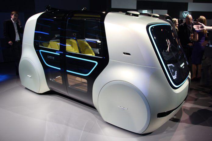 WinNetNews.com - Mobil tidak memiliki setir kemudi, pedal gas atau rem, bahkan tanpa memiliki kokpit akan mewarnai konsep mobil masa depan. Salaha prosusen mobil Eropa, Volkswagen (VW) sudah mempunyai konsep tersebut. Mobil konsep ini disebut sebagai Volkswagen Sedric.Volkswagen Sedric merupakan mobil
